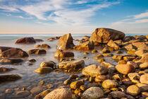 Steine an der Ostseeküste bei Lohme auf der Insel Rügen von Rico Ködder