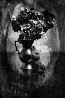 Still - Hase an Vase by Petra Dreiling-Schewe