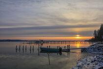 Sonnenaufgang an einem Wintermorgen im Jachthafen von Iznang - Halbinsel Höri von Christine Horn