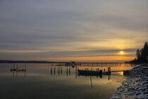 Wintermorgen in Iznang mit Fischerboot und Fischreusen - Halbinsel Höri von Christine Horn