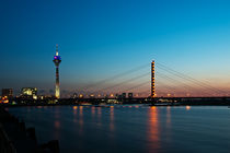 Abendstimmung am Düsseldorfer Rhein by Markus Hartmann
