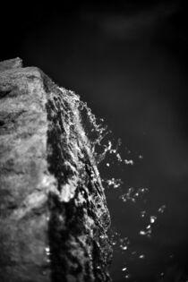 Wasserfall - Ruhe in Schwarzweiß by matthias-edition