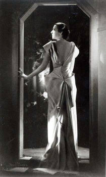 Dress designed by Madeleine Vionnet  von Reutlinger Studio