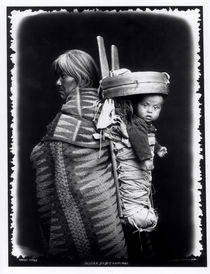 Navaho woman carrying a papoose on her back von William J. Carpenter