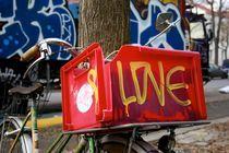 We love broken bikes von gerardchic