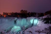 American Falls at Night, Niagara Falls Canada von Julian Sheen