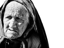 OLd tribal woman von Will Berridge