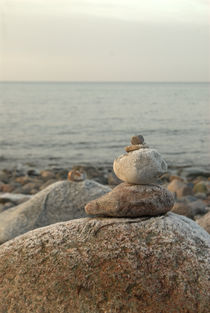 Steinskulptur am Strand von Max Nemo Mertens