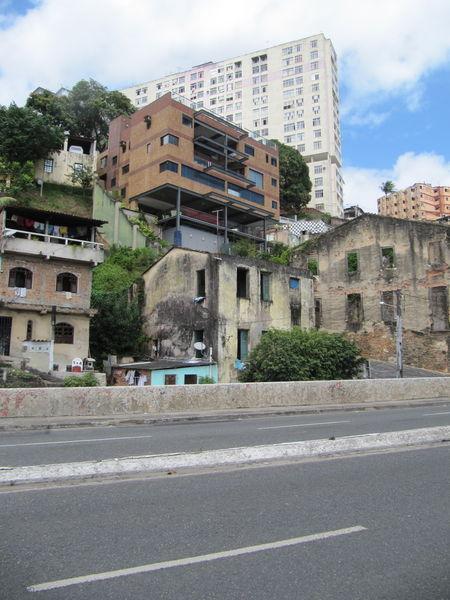 Strange-favela-kopie