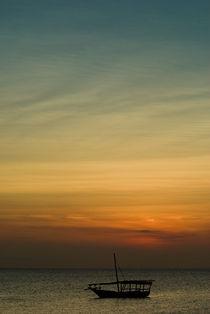 Dhow Boat & Zanzibar Sunset von Russell Bevan Photography