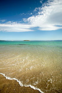 Clear blue sky meets clear blue sea - Freycinet, Australia by Jess Gibbs