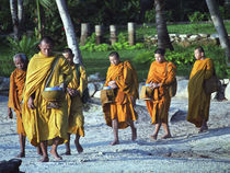 Buddhist Monks Walking on Beach von James Menges
