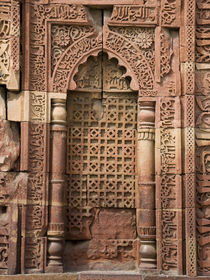 Engraved Wall at Qutub Minar von James Menges