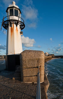 A lighthouse in St. Ives, Cornwall, UK, at sunrise von Artyom Liss