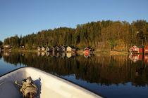 Bootsfahrt auf einer schwedischen Ostseebucht im Herbst von Intensivelight Panorama-Edition