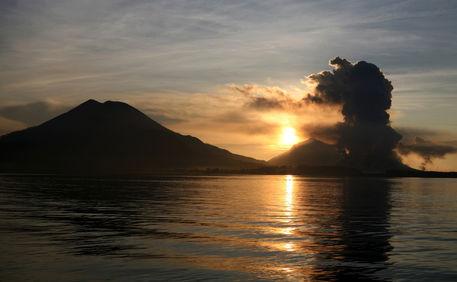 Mt-tavurvur-sunrise-rabaaul-png-2647