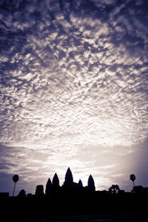 Angkor Wat - Low Angle Purple Sky von Russell Bevan Photography