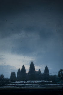 Angkor Wat - Portrait Reflection von Russell Bevan Photography
