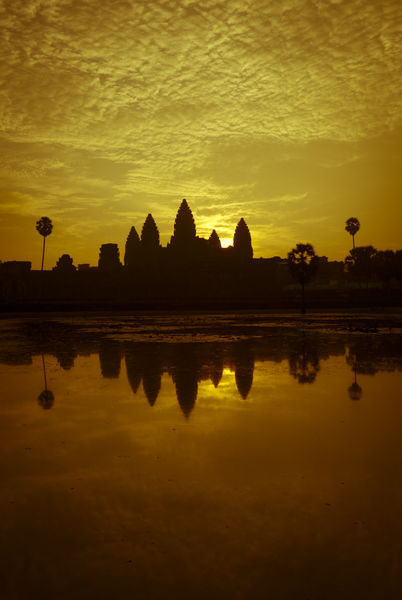 Angkor-wat-sunrise-orange-tint
