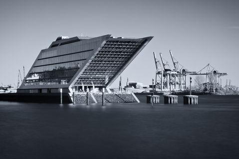 Dockland-monochrom