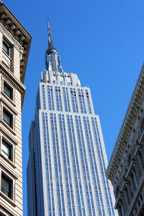 Empire-state-between-buildings