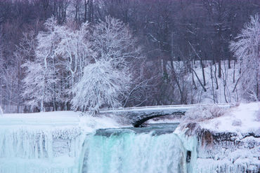 Niagara-winter-falls-bridge-2