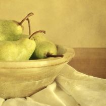 Sunny Pears in a Bowl