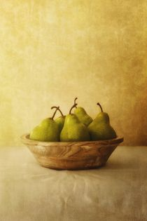 Pears in a wooden bowl von Priska  Wettstein