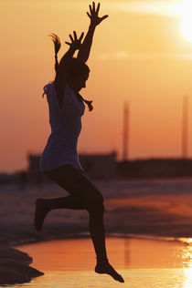 Young Woman, Inspiration at Sunset von Melissa Salter