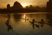 Bamboo rafts on the Li River at sunset, Yangshuo, Guangxi Province, China von Danita Delimont