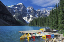 Canoes for rent on Moraine Lake, Banff National Park, Alberta, Canada von Danita Delimont