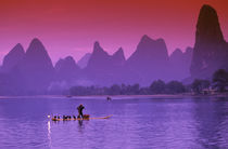 China, Guanxi.  Li river single cormorant fisherman Li river.  Xialong. von Danita Delimont