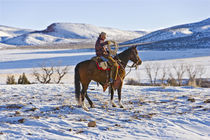 Cowboy riding a horse on the range on The Hideout Ranch in Shell Wyoming.   von Danita Delimont