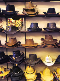 Wide variety of cowboy hats in Old Town Albuquerque, NM. von Danita Delimont