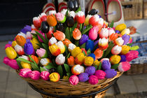 Tulips - wooden painted tulip flowers in basket von Ian Murray Geography Photos