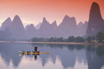 China, Li River. Single cormorant fisherman. von Danita Delimont