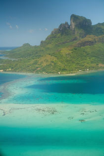 Aerial view on Air Tahiti flight from Huahini to Bora Bora, Society Islands von Danita Delimont