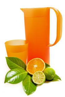 Pitcher and glass with orange and lime von Carla Zagni