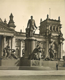Berlin, Bismarck Denkmal / Foto 1905 by AKG  Images