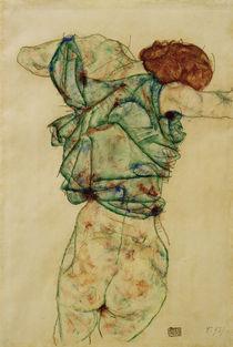 Egon Schiele, Sich entkleidende Frau by AKG  Images