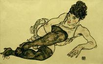 E.Schiele, Liegende Frau mit gruen.Strmpf von AKG  Images