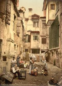 Venedig, Hof mit Bewohnern / Photochrom von AKG  Images