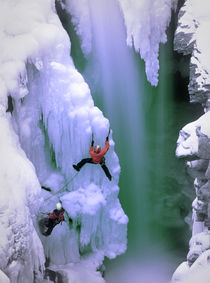 Ice Climbing von Scott Spiker
