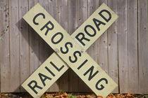railroad crossing von ushkaphotography