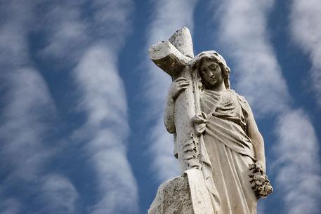Statuecross
