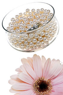 diamond ring,White pearls and flower by Carla Zagni