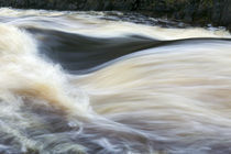 Water rushing on Rapid River, close up, Minnesota, USA. von Panoramic Images