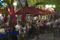 Tourists sitting at a sidewalk cafe, Avenida Sarmiento, Mendoza, Argentina von Panoramic Images