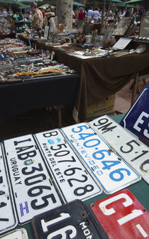 Old license plates in a street market, Plaza Constitucion, Montevideo, Uruguay von Panoramic Images
