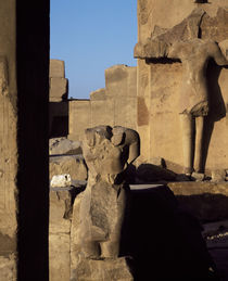 Ruins of statues, Valley Of The Kings, Luxor, Egypt von Panoramic Images